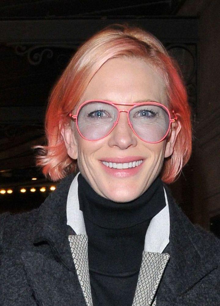 Фотошок: 46-летняя Кейт Бланшетт покрасила волосы в розовый цвет фото