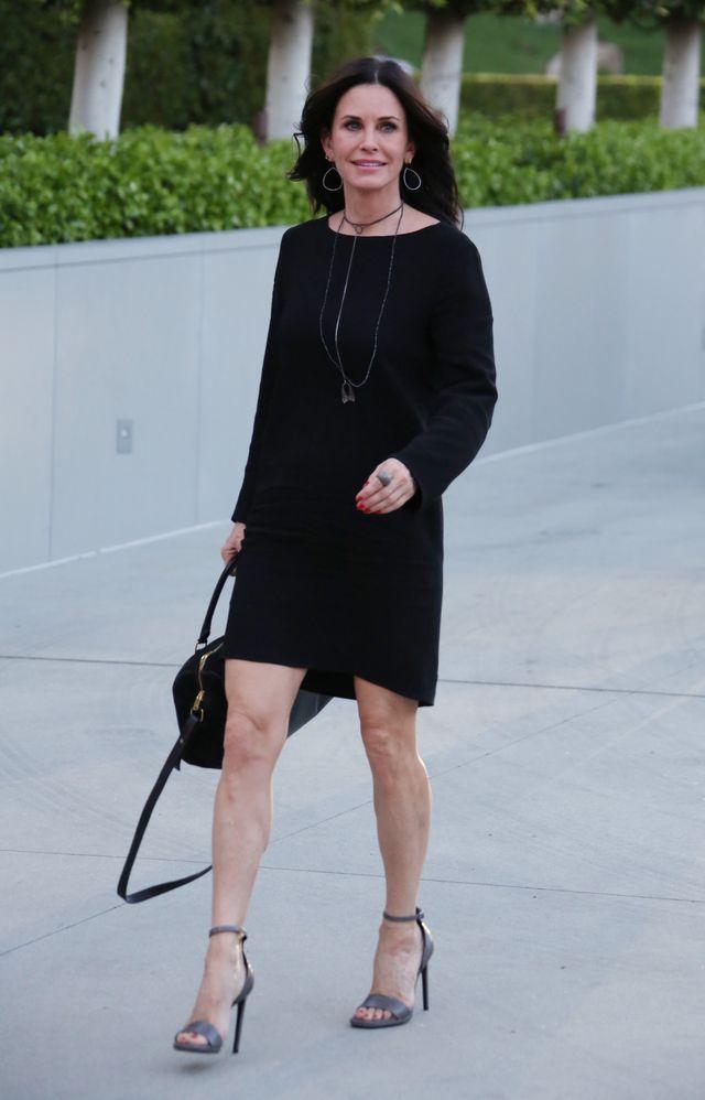 Образ дня: 51-летняя Кортни Кокс радует своим стильным образом фото