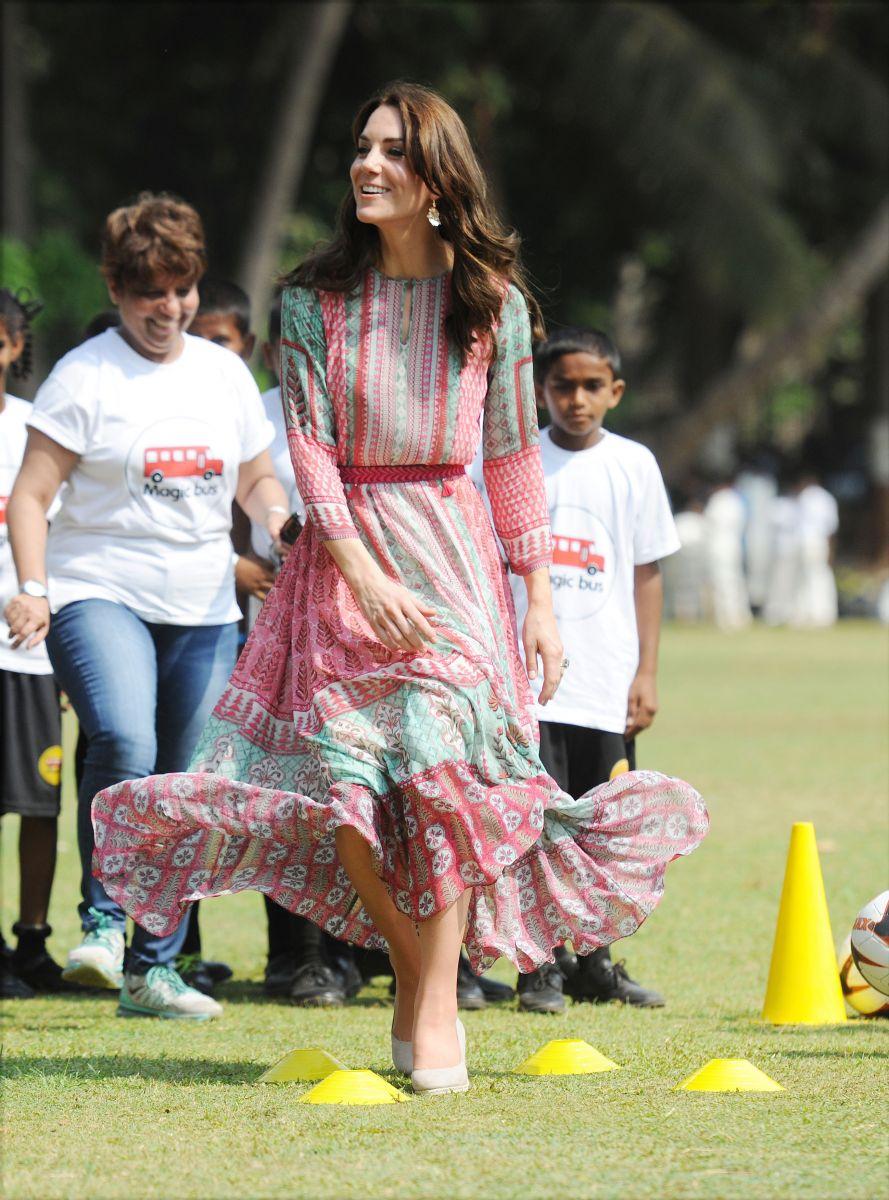 Двойной образ дня: подвижная Кейт Миддлтон в платье Anita Dongre и роскошная в наряде Jenny Packham