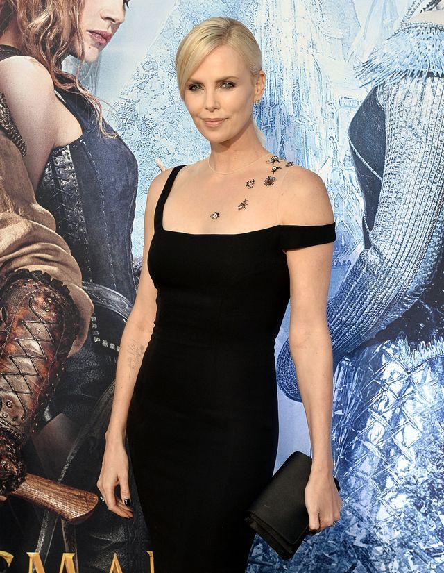 """Шарлиз Терон в платье Dior на премьере """"Белоснежки и Охотника 2"""" фото"""