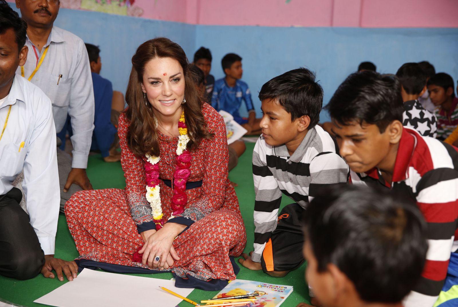 Третий день в Индии: Кейт Миддлтон в макси-платье за 70 долларов и кружевном наряде за 1135 долларов