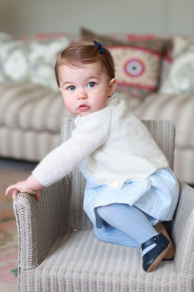 Милоты пост: новые фото годовалой принцессы Шарлотты - маленькой модницы