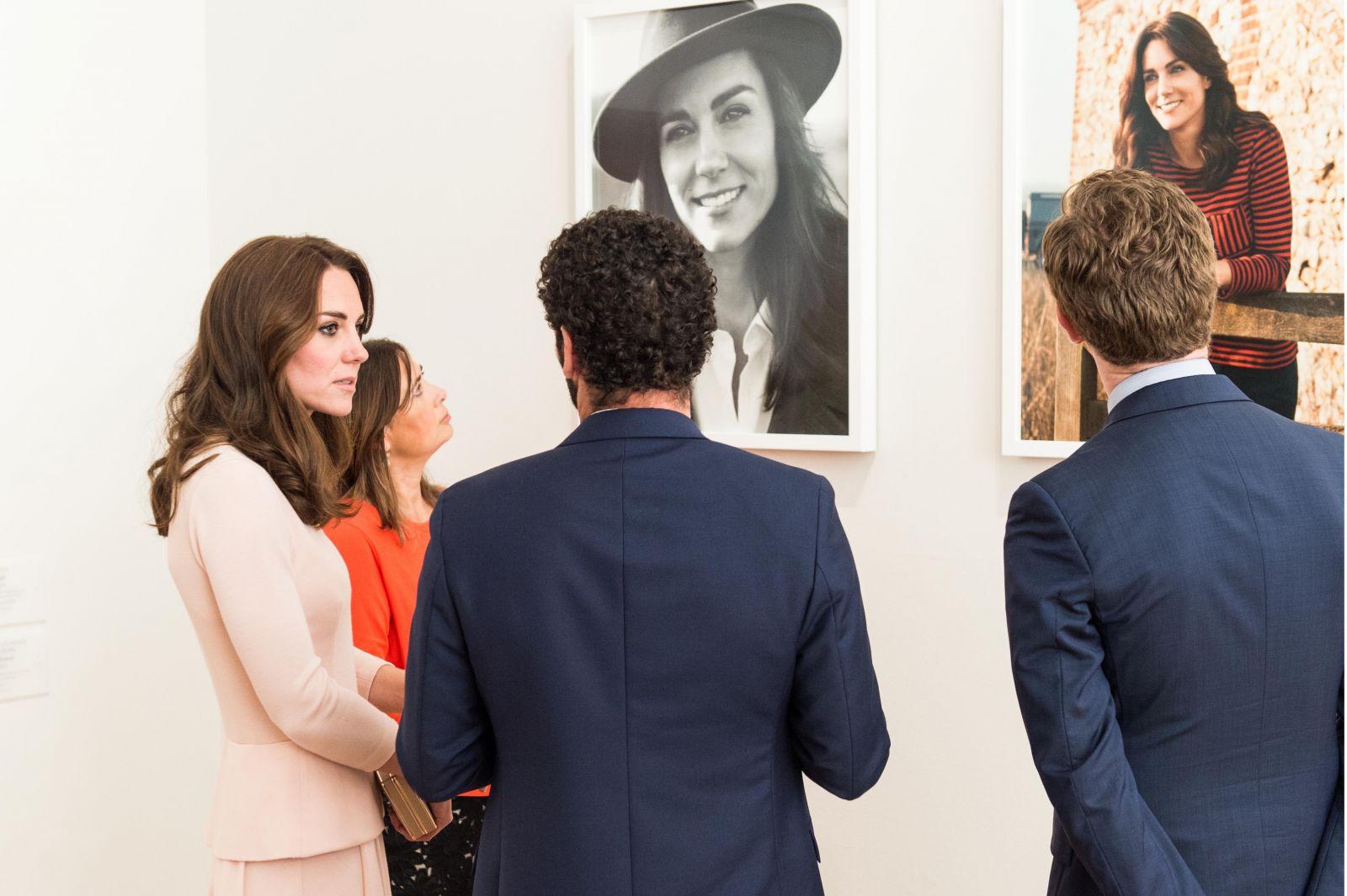 Один день из жизни Кейт Миддлтон и три наряда - Michael Kors, Roksanda, Alexander McQueen