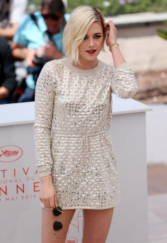 Канны-2016: яркая блондинка Кристен Стюарт удивляет мини-платьем на фотоколле фото