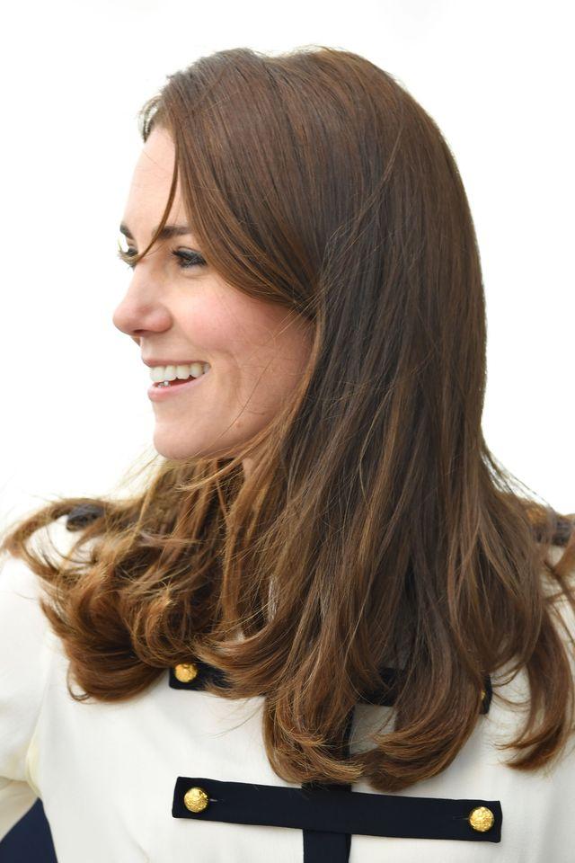 Образ дня: Кейт Миддлтон второй раз вышла в свет в миллитари-костюме от Alexander McQueen