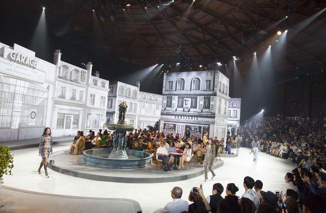 Париж-Рим-Пекин: шоу-показ коллекции Карла Лагерфельда Chanel Paris in Rome фото