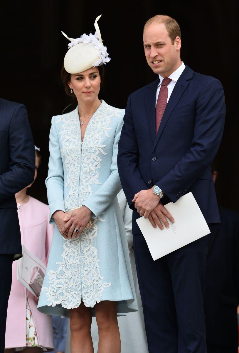 Образ дня: Кейт Миддлтон в платье-пальто Catherine Walker на праздновании 90-летия Королевы Елизаветы II
