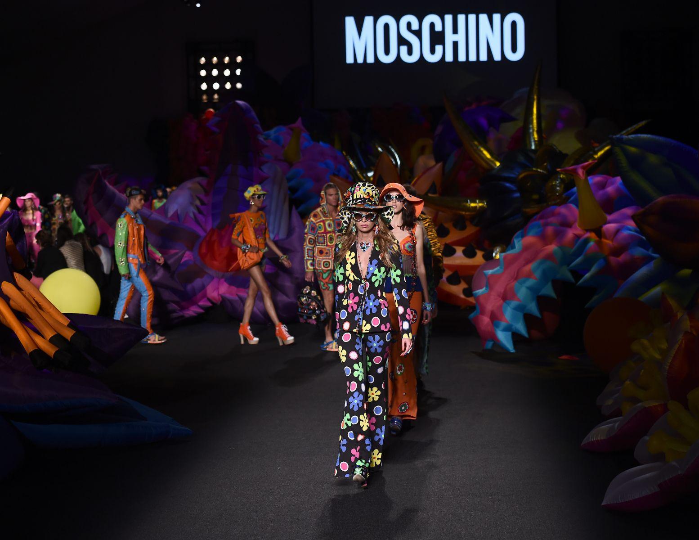 Веселый фермер: новая коллекция Moschino Resort 2017 и рекордное количество звезд на подиуме
