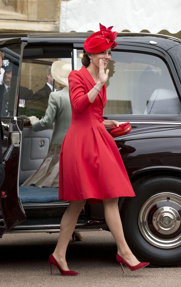 Образ дня: Кейт Миддлтон покоряет сразу двумя стильными образами фото