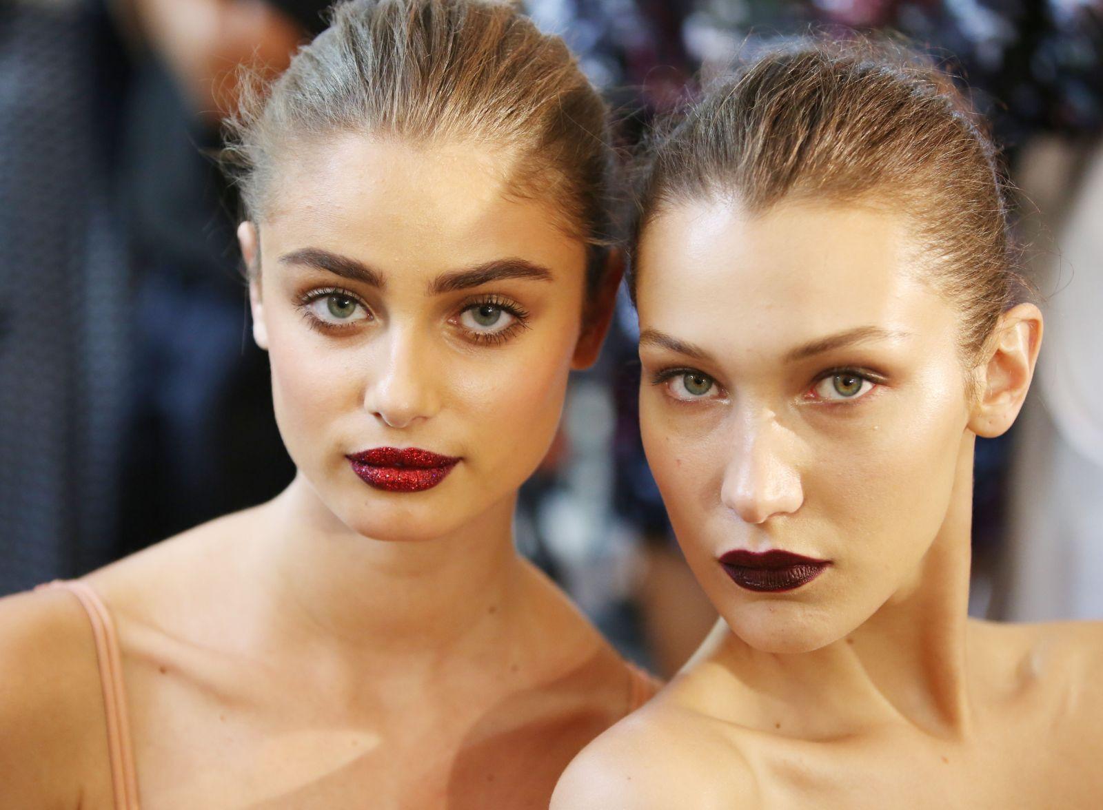 Глиттер на губах: Пэт Макграт снова произвела революцию в макияже? фото