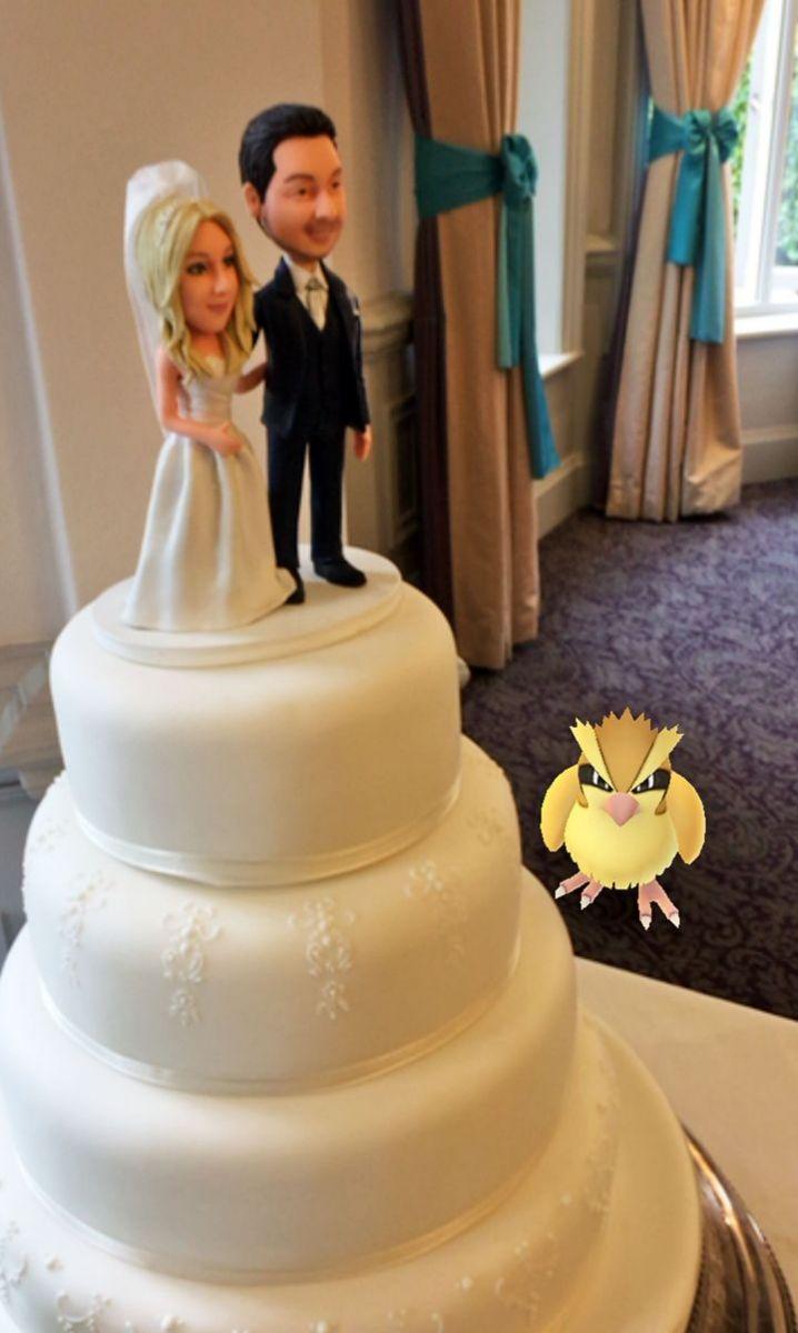 Коварные покемоны: герои  Pokémon Go пробрались на свадьбу англичан фото