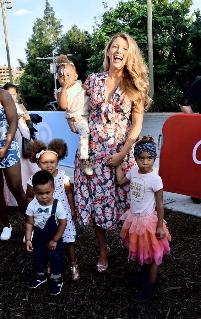 беременная Блейк Лайвли вышла в свет со свекровью Тамми Рейнольдс фото