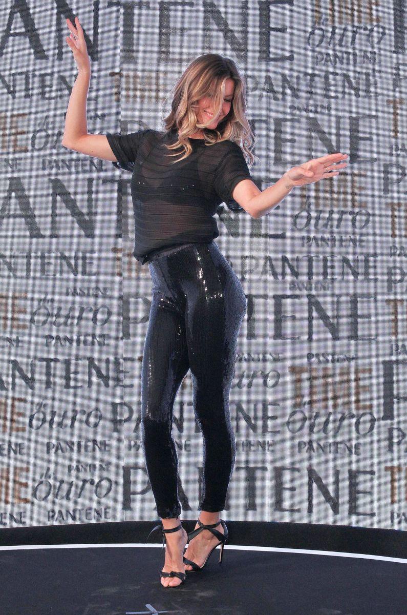 Образ дня: стройная Жизель Бундхен в обтягивающих лосинах на вечеринке Pantene