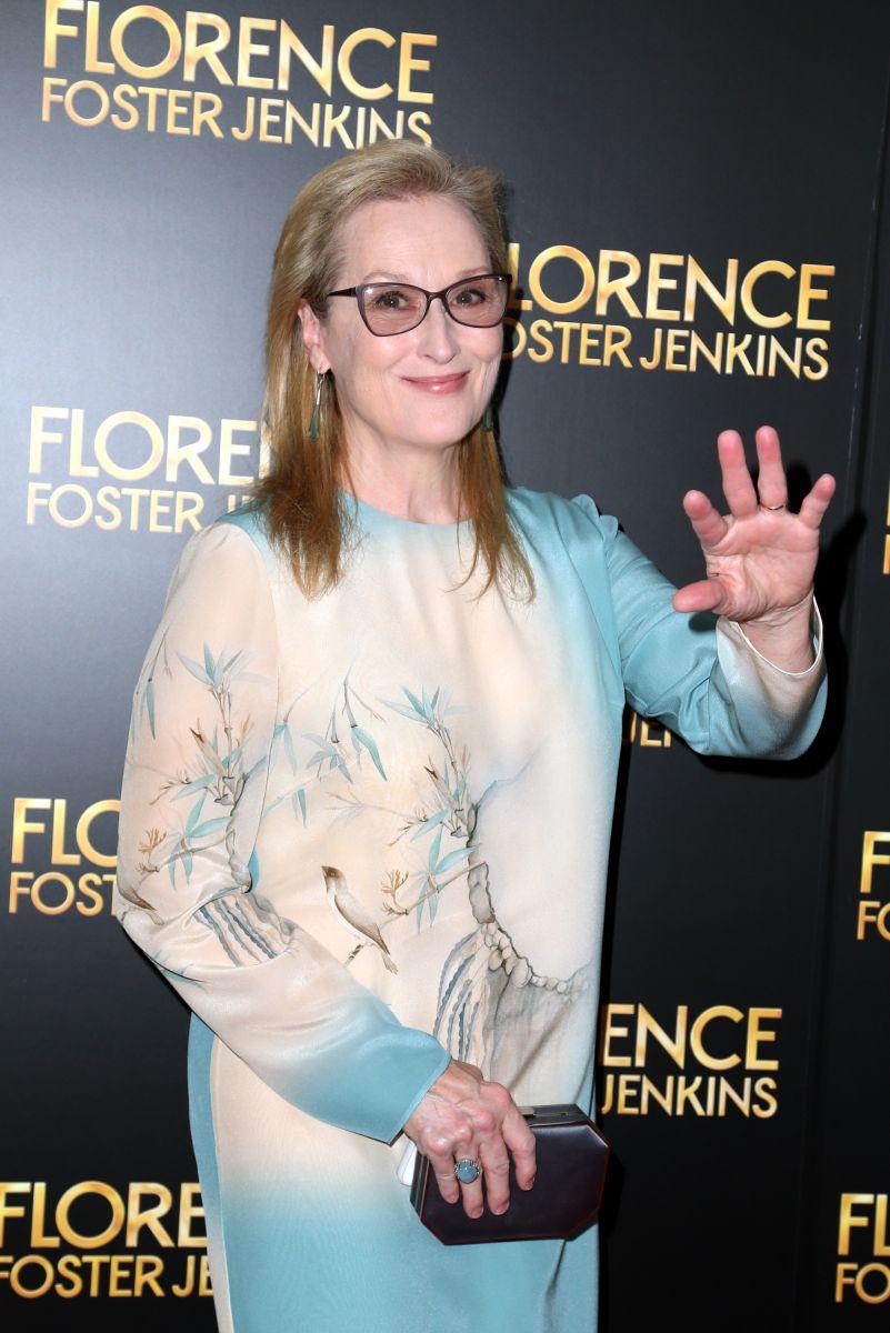 Образ дня: 67-летняя Мерил Стрип в небесно-голубом платье на премьере фильма