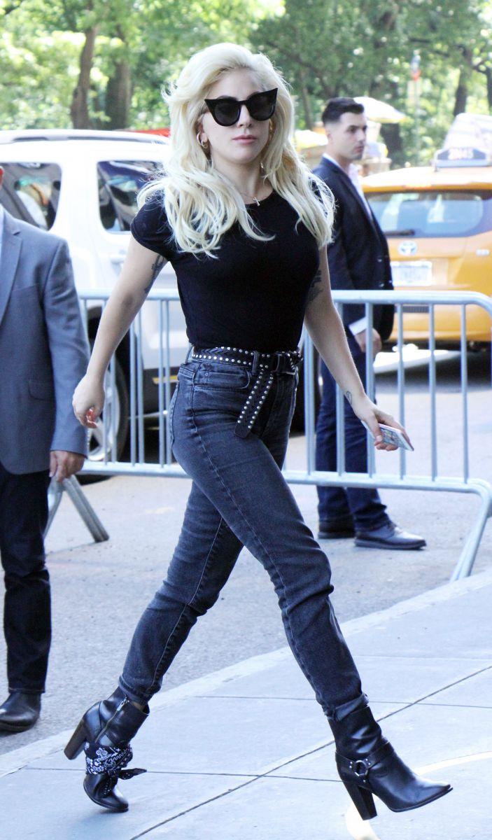 """Образ дня: Леди Гага в наряде """"дерзкой rock-girl"""" на улицах Нью-Йорка"""