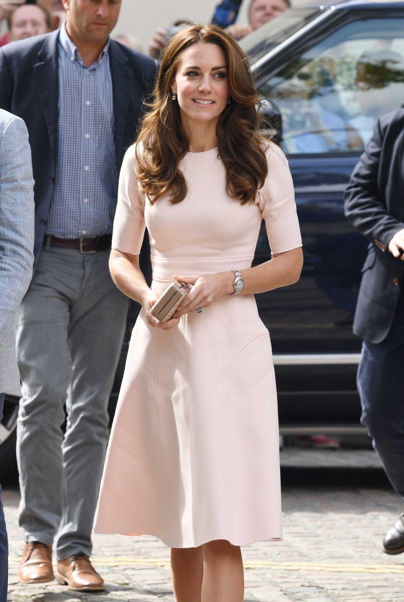 Образ дня: Кейт Миддлтон в нежно-розовом платье от Lela Rose (ФОТО)