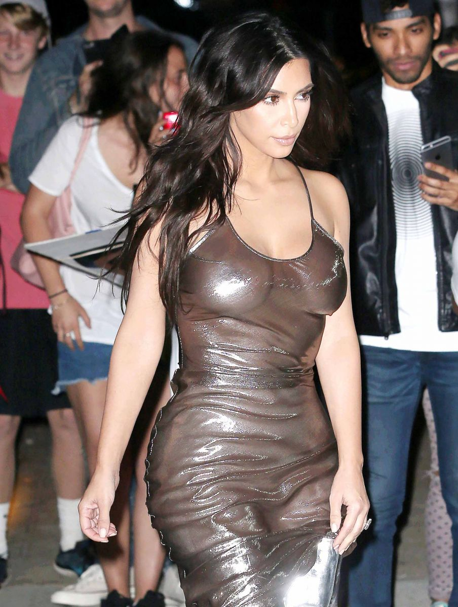 Образ дня: Ким Кардашьян в абсолютно прозрачном платье (ФОТО)