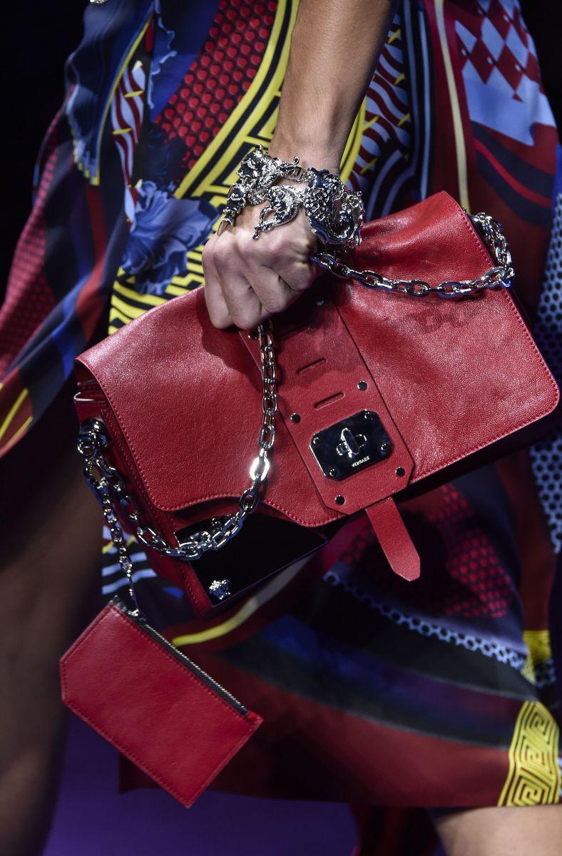 Наоми Кэмпбелл, Адриана Лима, Белла Хадид и другие звезды на сногсшибательном показе Versace (ФОТО)