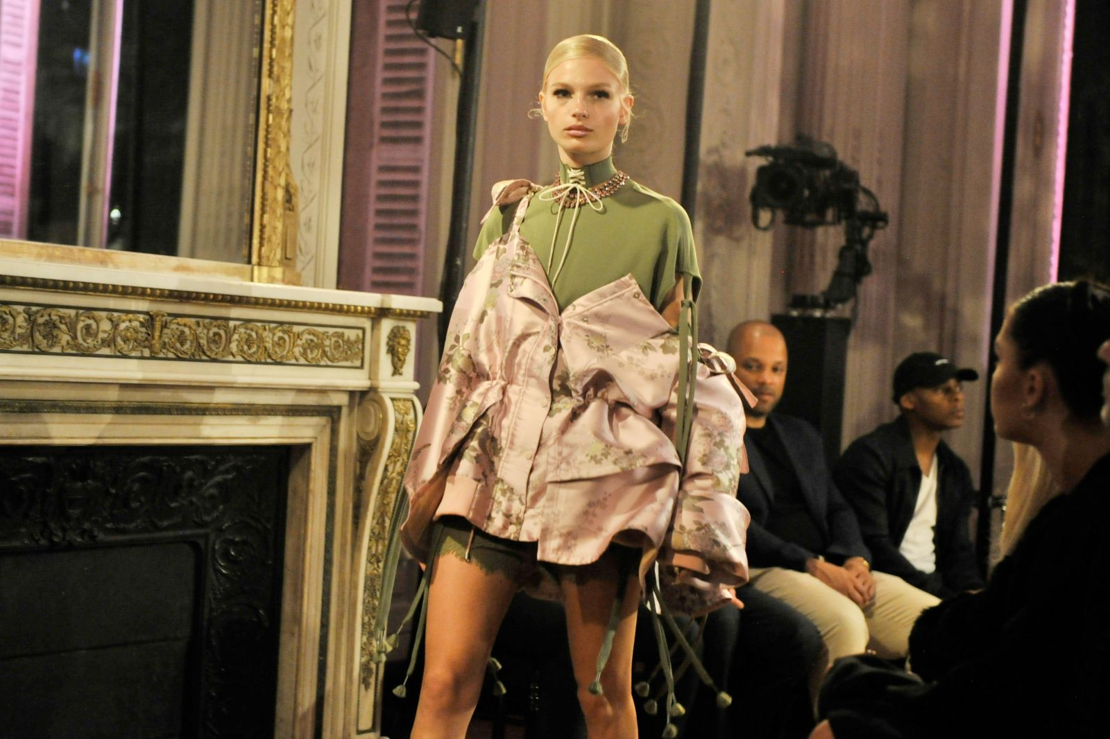 Рианна блеснула красотой на показе своей новой коллекции в Париже (ФОТО)