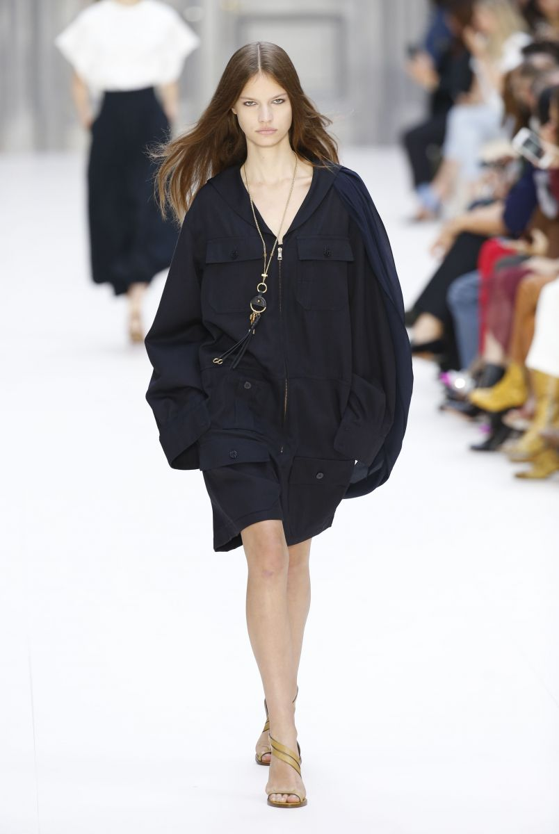 Чем удивила коллекция Chloe на Парижской неделе моды: романтичные невесомые платья и андрогинные костюмы (ФОТО)