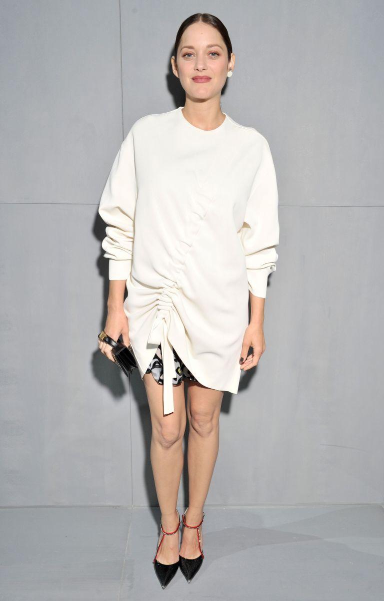 Dior покорил новой коллекцией и собрал в первом ряду Рианну, Портман, Водянову, Йовович и других звезд (ФОТО)