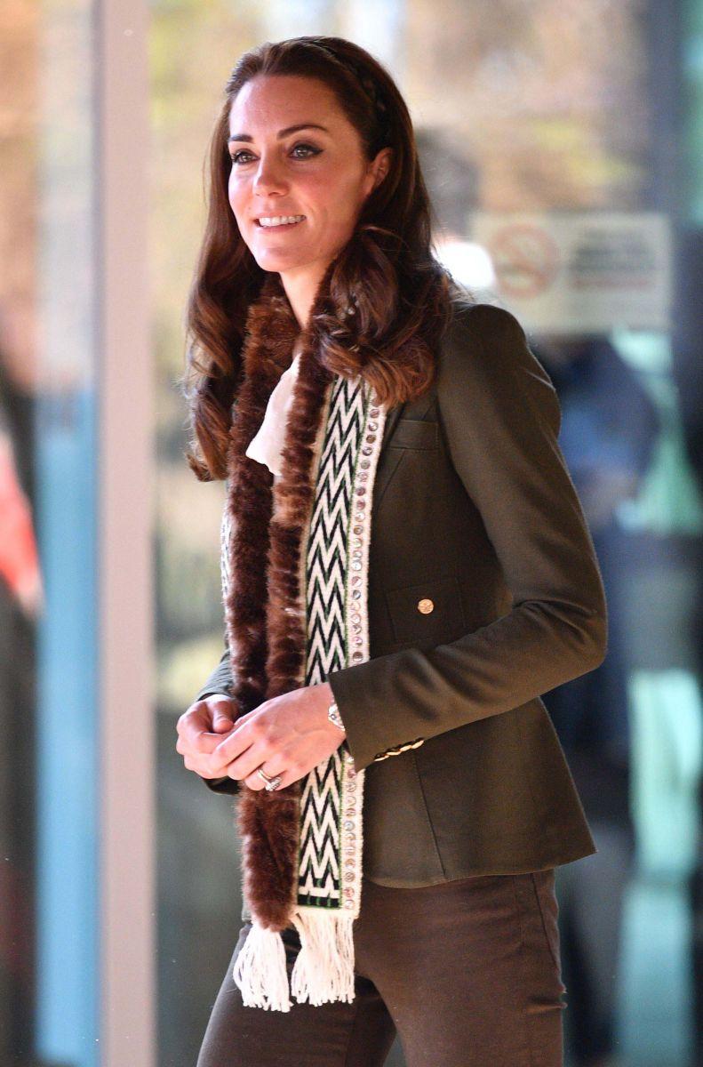 Образ дня: Кейт Миддлтон показывает как носить самый модный цвет сезона Kale (ФОТО)