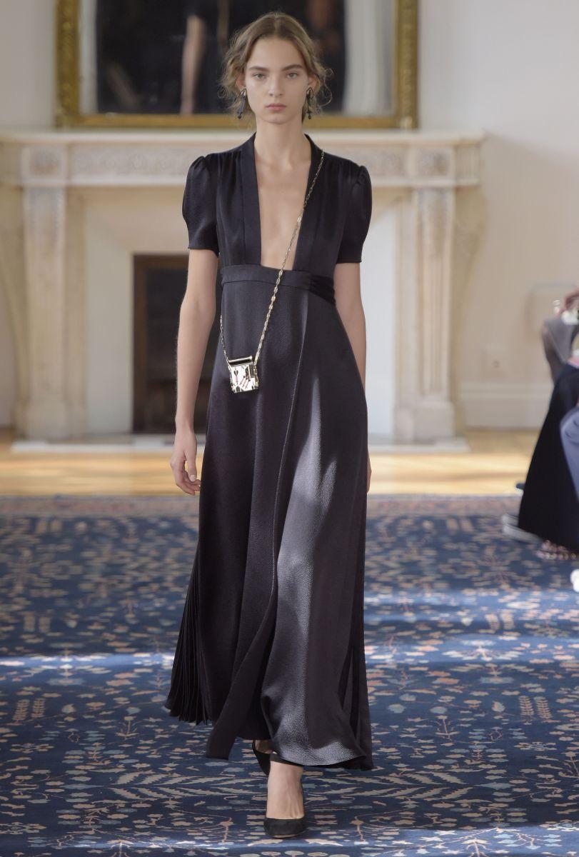 Valentino представил игривую и кокетливую коллекцию на неделе моды в Париже (ФОТО)