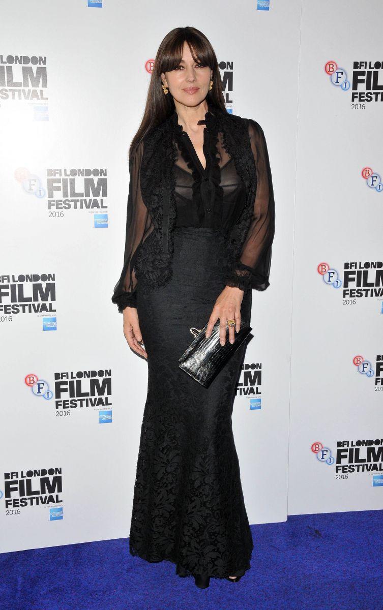 Образ одня: Моника булуччи в черном платье на кинофестивале в Лондоне (ФОТО)