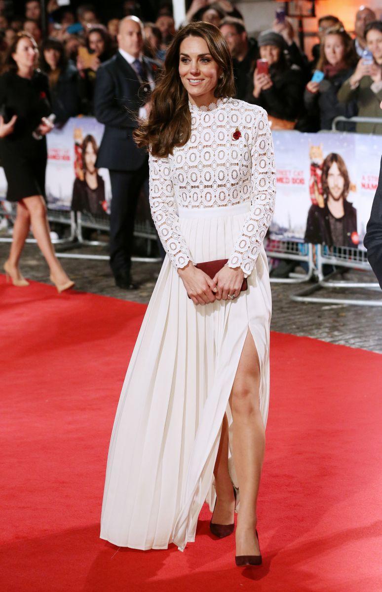 Образ дня: Невероятная Кейт Миддлтон в вечернем платье Self Portrait на премьере фильма в Лондоне (ФОТО)