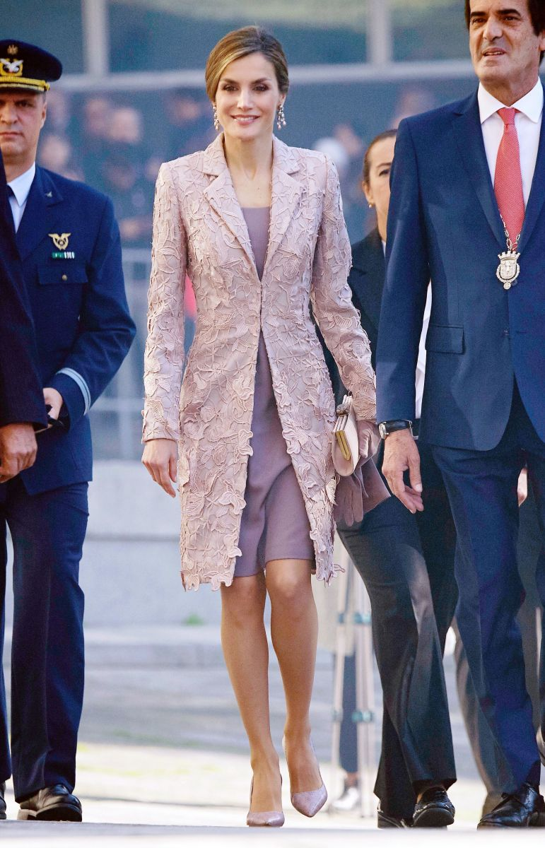 Самые стильные звезды недели: Холли Берри в золотом наряде, Кэти Перри в платье Marchesa и другие Холли Берри фото, Кэти Перри