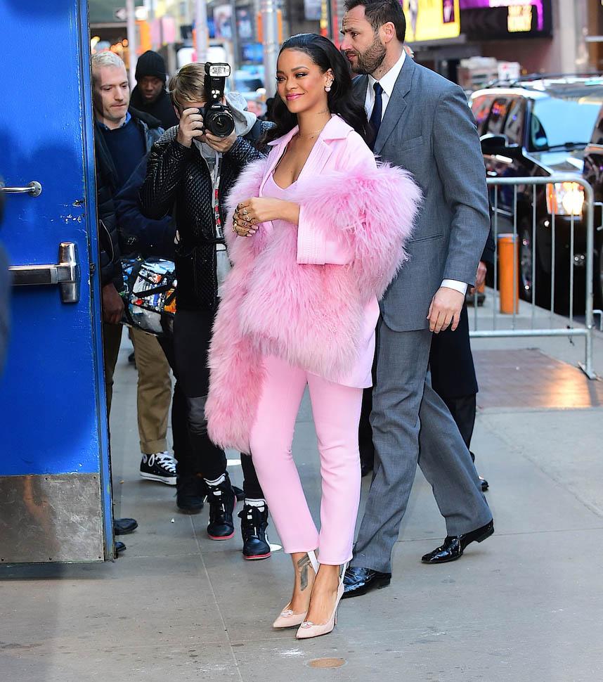 Розовая пантера: Рианна сразила наповал стильным образом