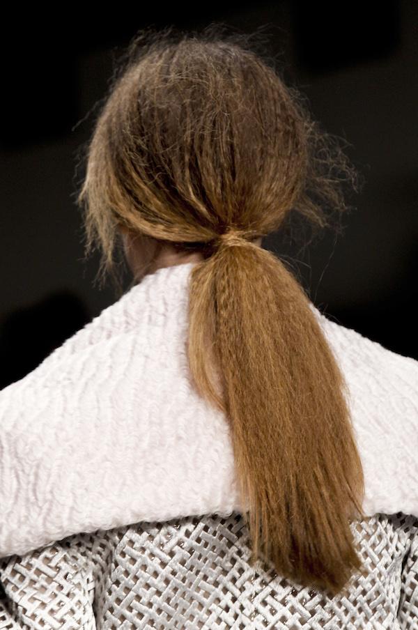 Модные прически с хвостами фото