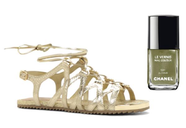 Педикюр и босоножки: как подобрать лак под летнюю обувь