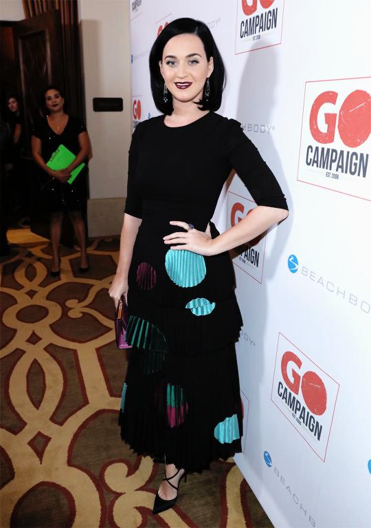 Образ дня: готическая Кэти Перри в стильном наряде на GO Campaign Gala