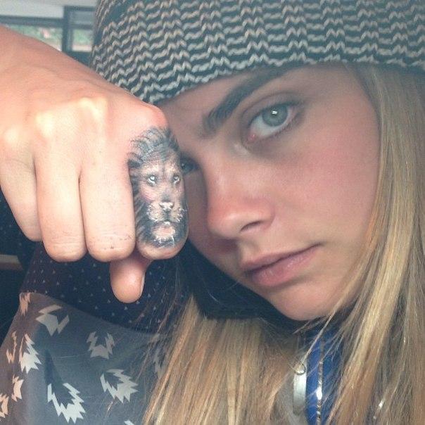 Я - не трофей: обнаженная Кара Делевинь выступила против охоты на животных фото