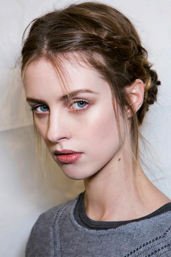 Три новых способа заплести косу на короткие волосы
