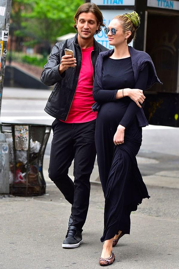 Лучшие образы беременных супермоделей Кэндис Свейнпол и Бехати Принслу фото