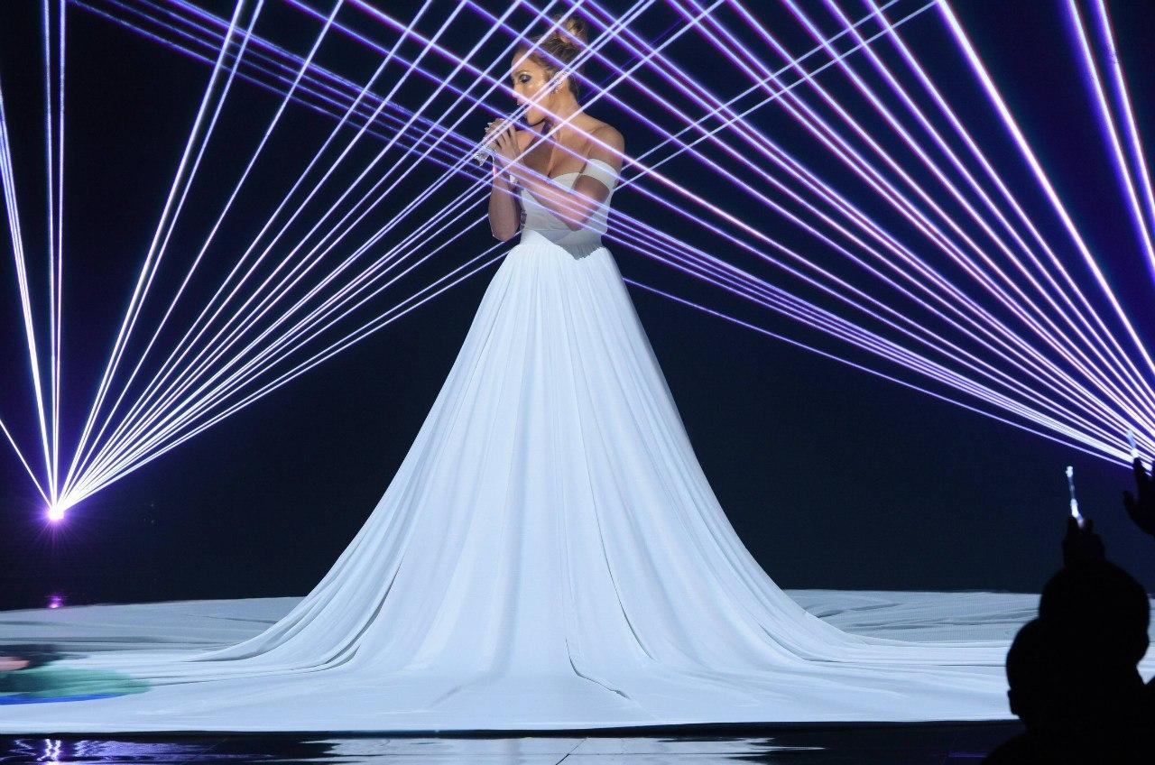 Фотофакт: Дженнифер Лопес поразила публику волшебным платьем