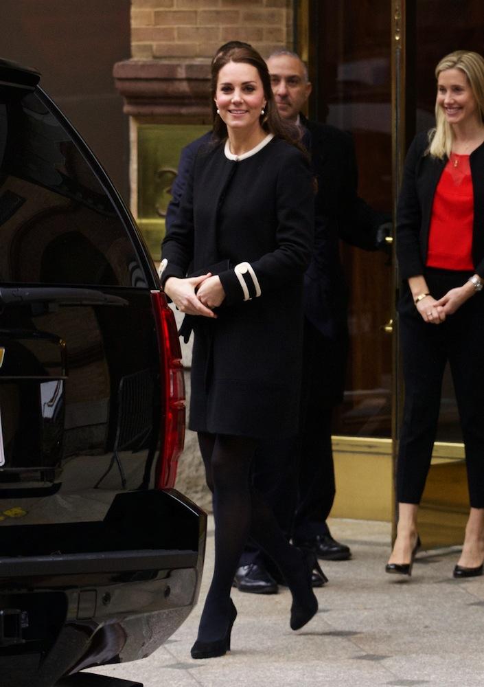 Очаровательная и беременная Кейт Миддлтон прилетела в США