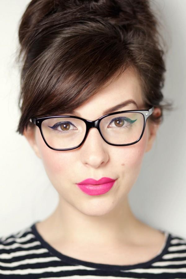 Макияж для девушки в очках: что нужно знать?