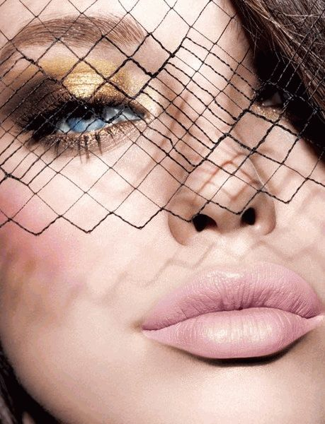Весенний тренд: золотой макияж глаз