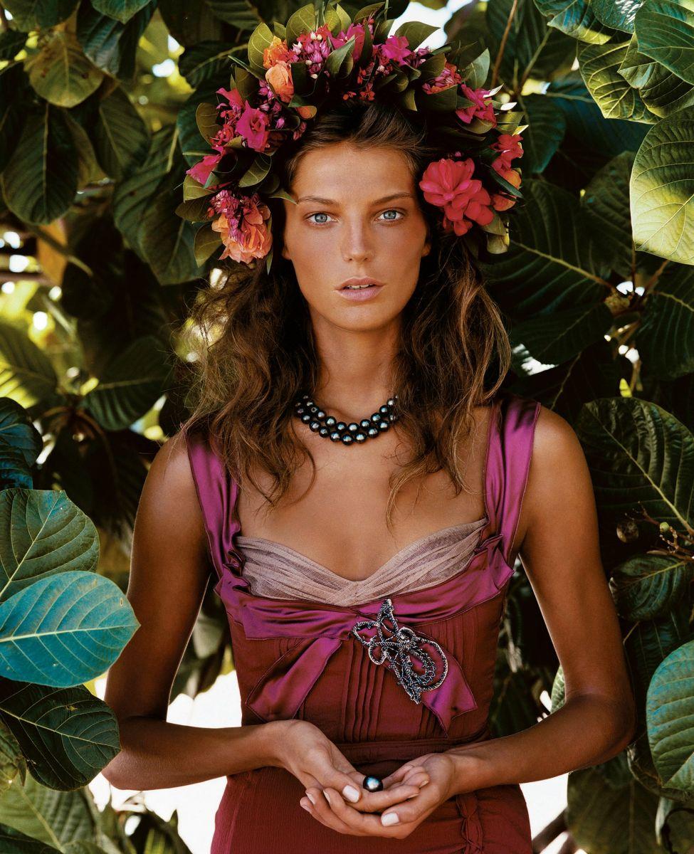 Vinok до Киева доведет: американский Vogue рассказал об украинских венках как о тренде