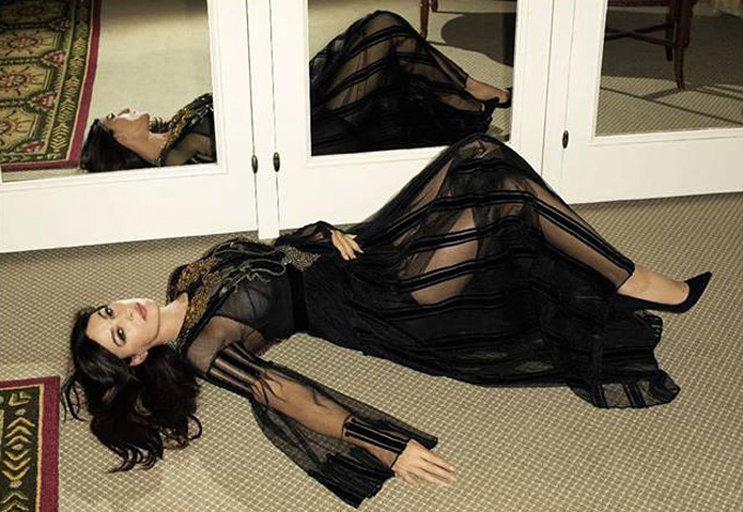 Моника Беллуччи позирует в откровенной фотосессии для мужского глянца (ФОТО)