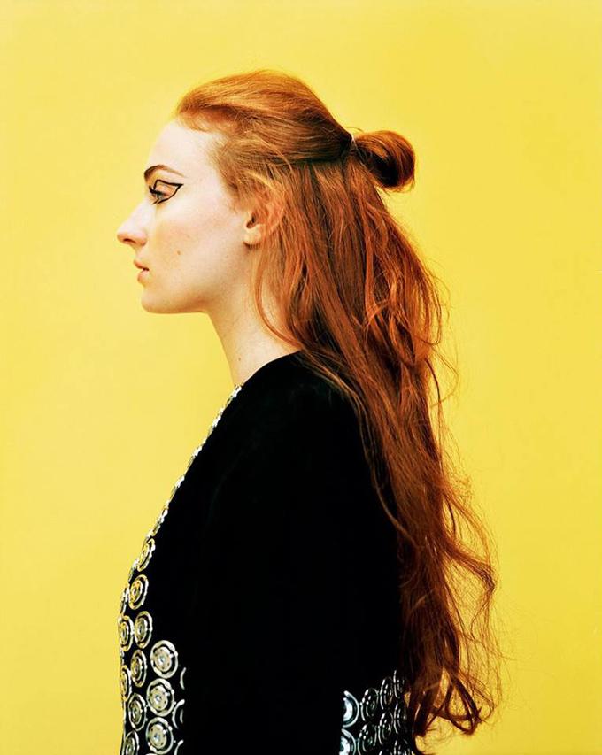 Поиграем в престолы? Рыжеволосая красавица Софи Тернер демонстрирует необычные beauty-образы