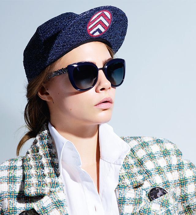 Кара Делевинь рекламирует новую коллекцию необычных очков Chanel фото 2016