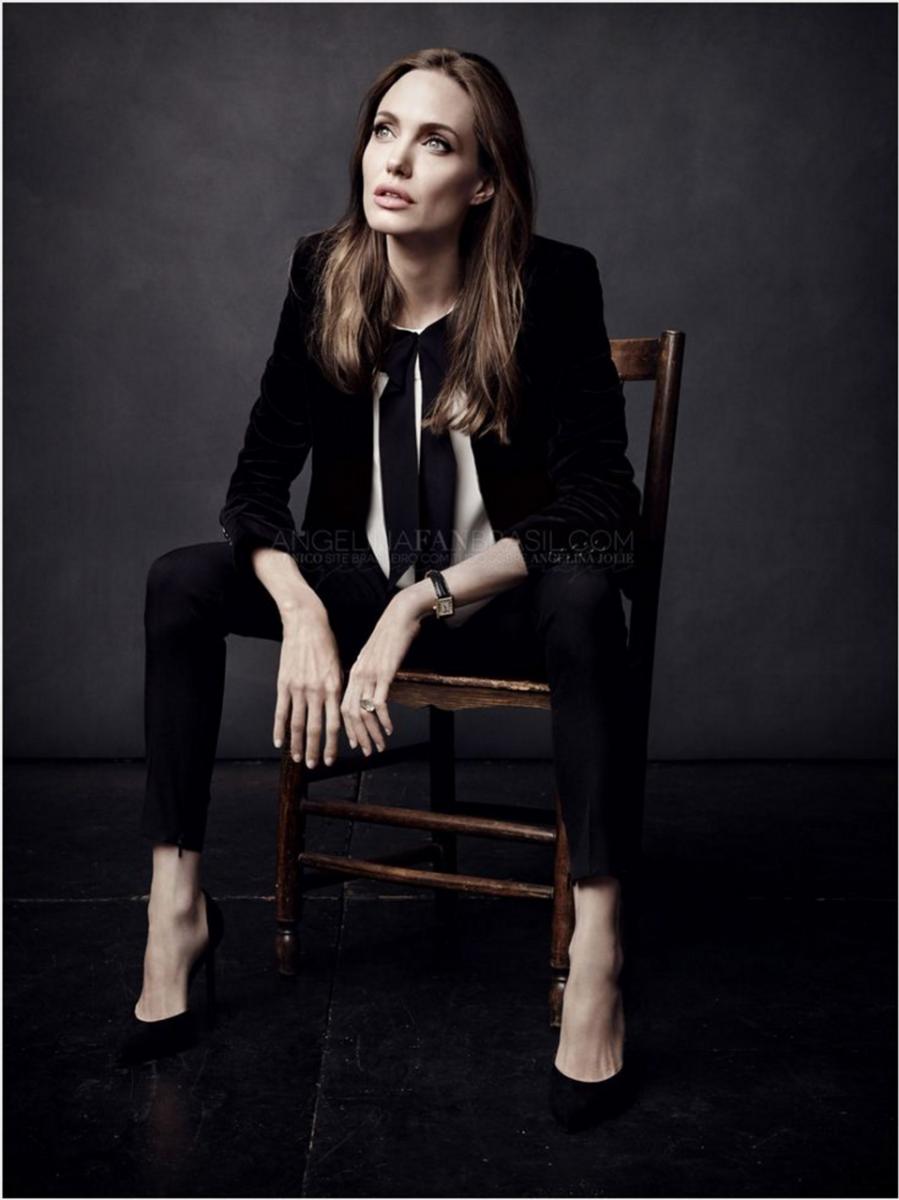 Не у моря: потрясающая Анджелина Джоли на обложке ELLE France