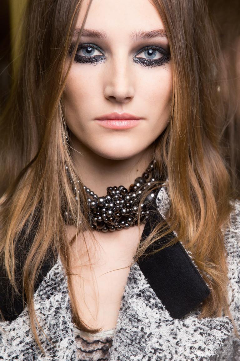 Берем на заметку: идея для новогоднего макияжа с подиума Chanel