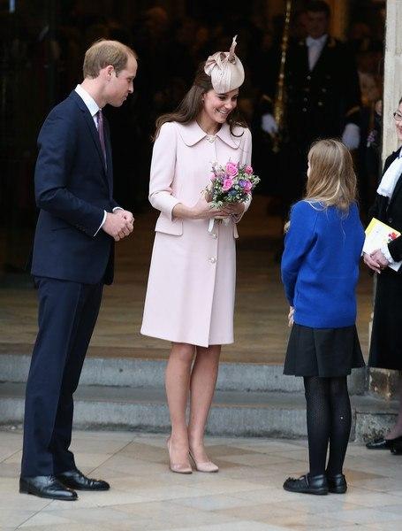 Дорогу герцогине: беременная Кейт Миддлтон показала очаровательный образ