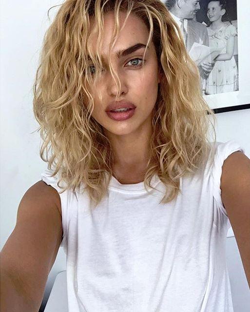 Блондинкой больше? Ирина Шейк опубликовала две фото со светлыми волосами