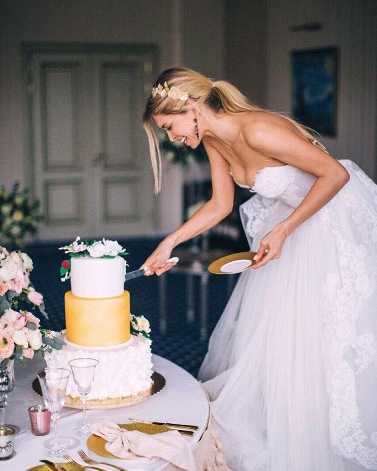 Вера Брежнева похвасталась свадебным платьем фото